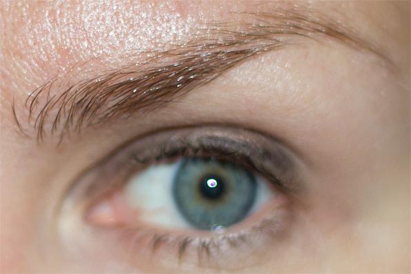 depend ögonbrynsfärg recension